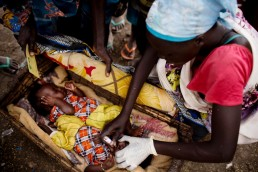 A child receives a polio vaccination fro a UNICEF volunteer in South Sudan